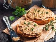 Рецепта Домашен пастет от свински черен дроб, бут и сланина, прясно мляко и яйца в буркани за зимата